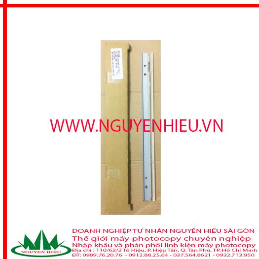 Gạt băng tải Ricoh MPC 6502/8002